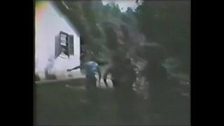 Venganza sexual01 La esposa y cuñada de Samoa son atacadas por una pandilla de bandidos.